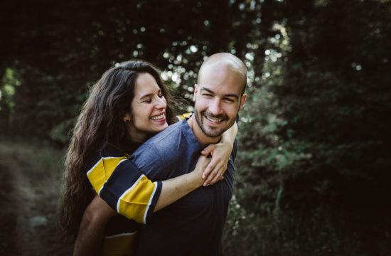 huckepack, Verlobungsring, lachen, wald