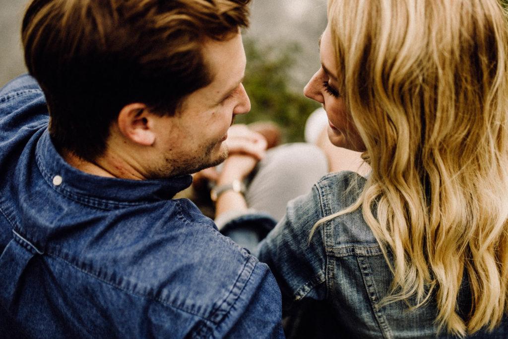 paar, Händchen halten, liebe, blond
