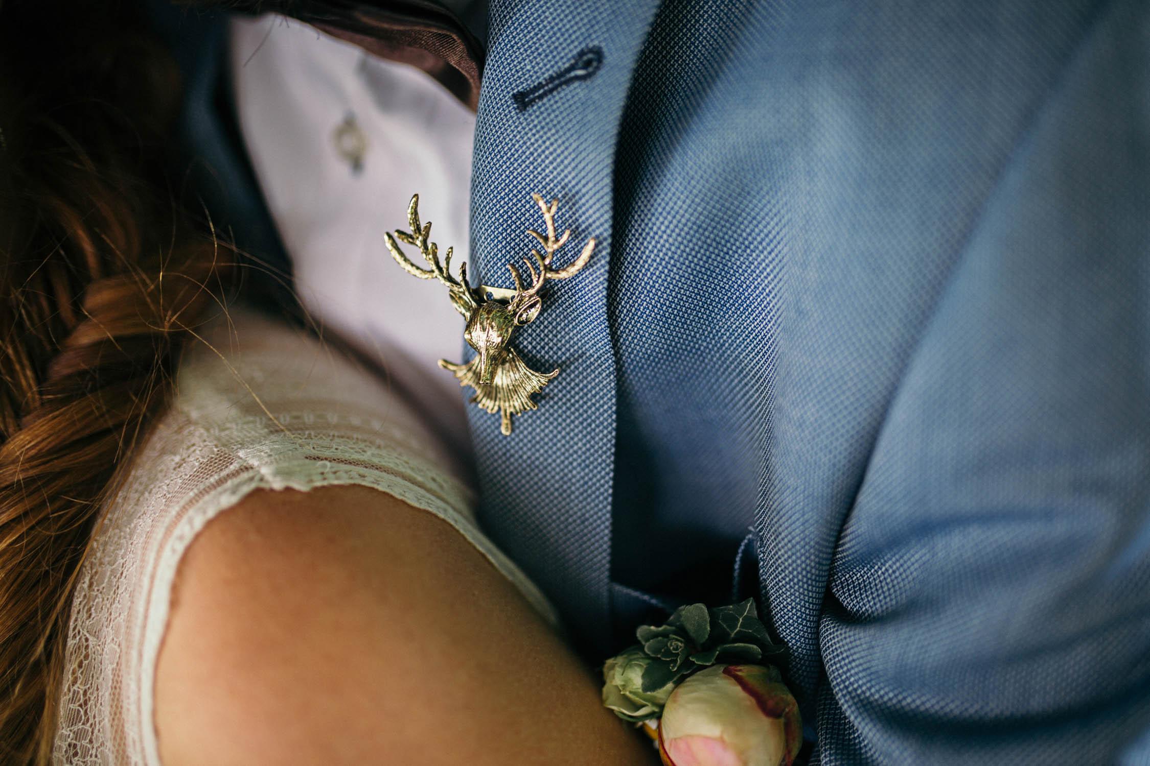 hirschbrosche-bräutigam-wedding-hochzeitsfotografie